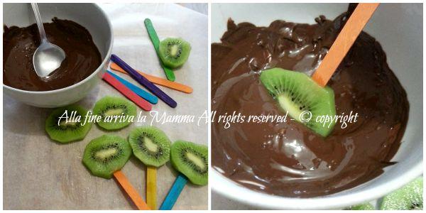 Frutta stecco al cioccolato alla fine arriva la Mamma