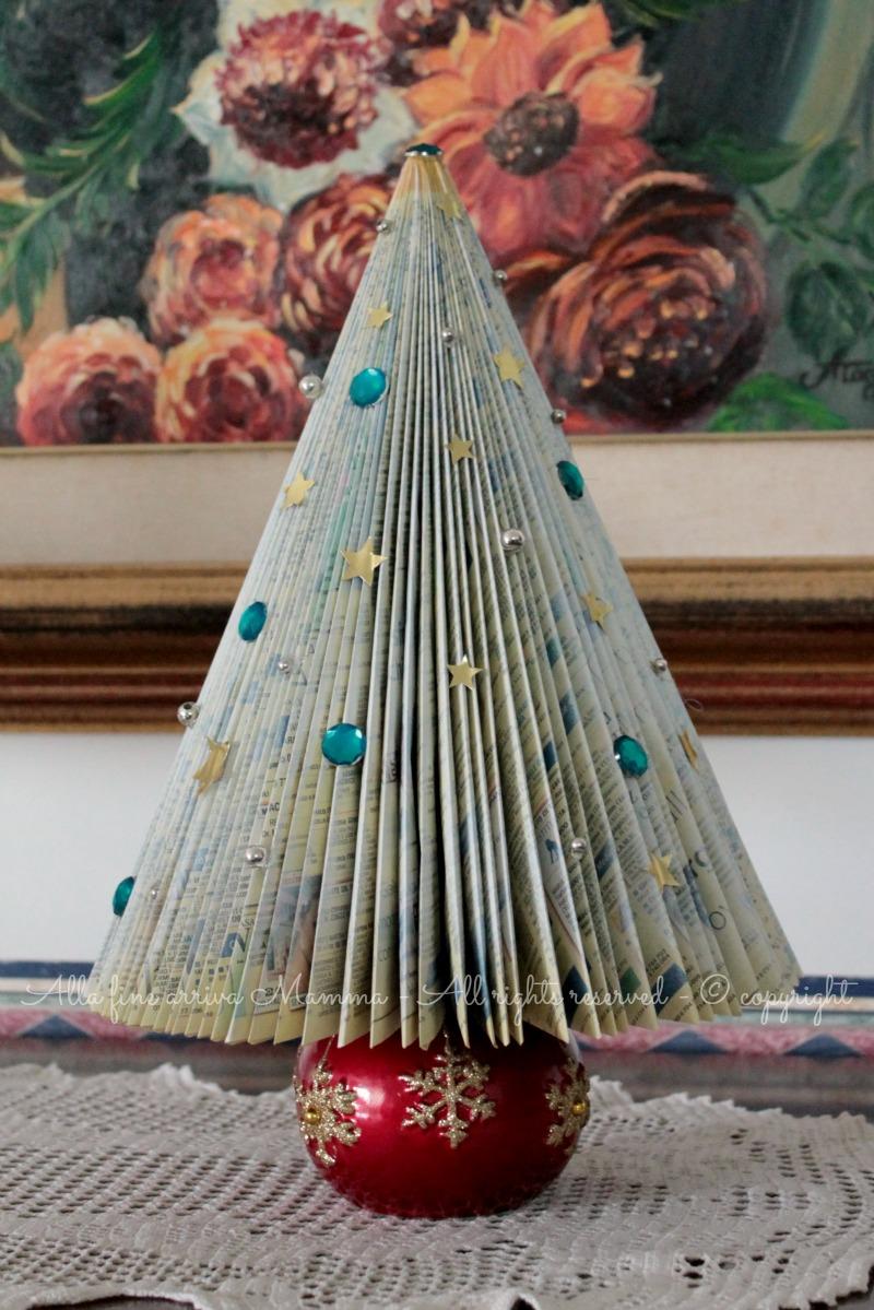 Albero Natale di carta fai da te ed ecologico Alla fine arriva Mamma