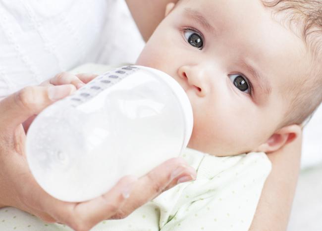 allattamento col biberon