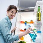 Come sistemare i cibi in frigorifero per averli sempre freschi e ottimizzare i costi