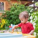 Attività creative e divertenti: come fare una sensory box per l'estate