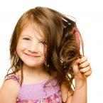 Balsamo per capelli fatto in casa: la ricetta ideale anche per i bambini