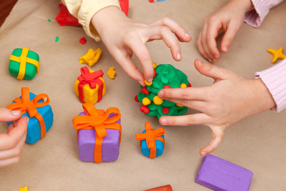20 lavoretti di natale per bambini scegli il tuo ecomamma for Grandi bambini giocano a casa