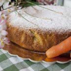 Torta di mandorle e carote: la ricetta con lo yogurt senza burro