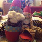 Lavoretti con le pigne per Natale: la famiglia degli elfi