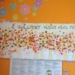Lavoretto autunno bambini: albero colorato con tappi sughero