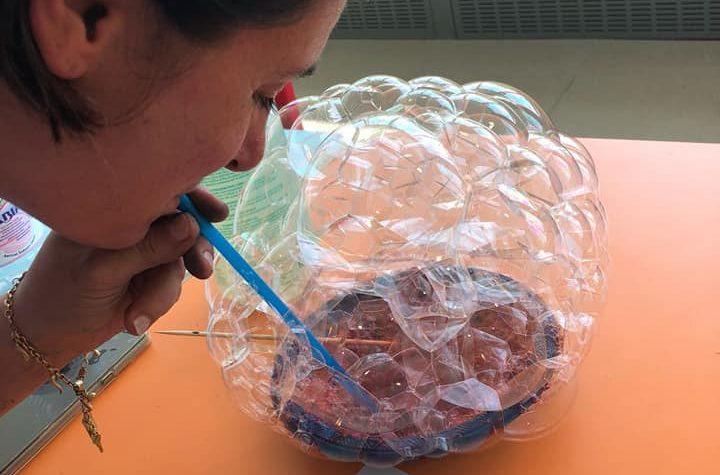 Attività con le bolle di sapone per bambini