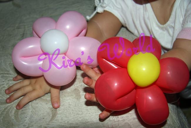 Braccialetti di palloncini indossati