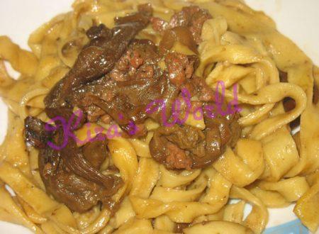 Ricetta Fettuccine con funghi e salsiccia
