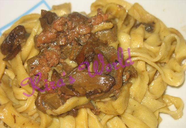 Fettuccine con funghi e salsiccia