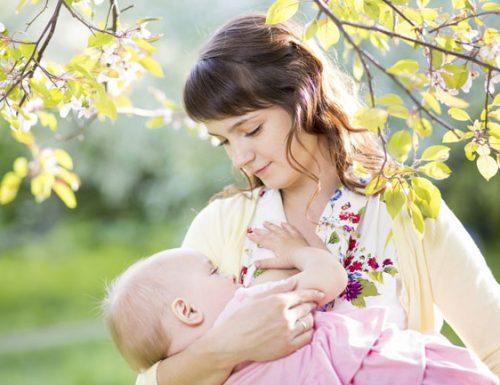 Via libera all'allattamento nei luoghi pubblici