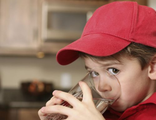 La giusta temperatura dell'acqua (da bere) per i bambini