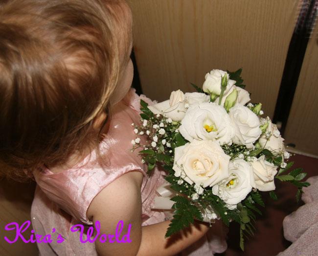 Damigella con bouquet