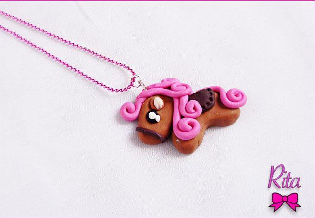 collana con pony