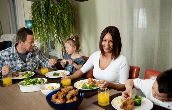 famiglia a tavola