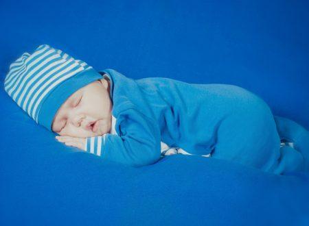 Il neonato dorme scoperto? Dipende dal grasso bruno