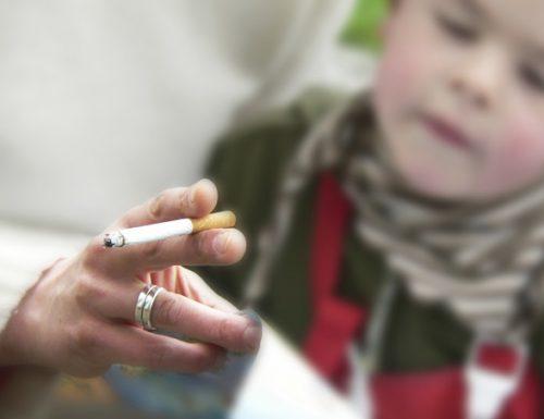 Vietato fumare in auto con i bambini
