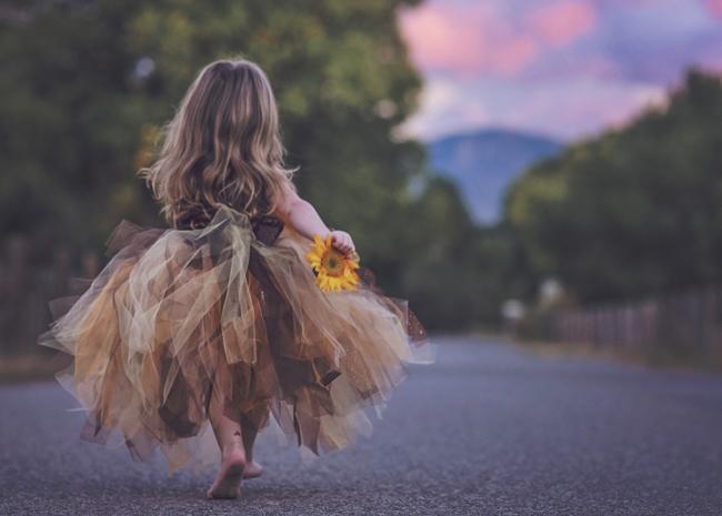 Bambina con girasole