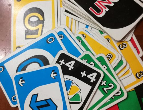 Come si gioca a Uno, il gioco di carte