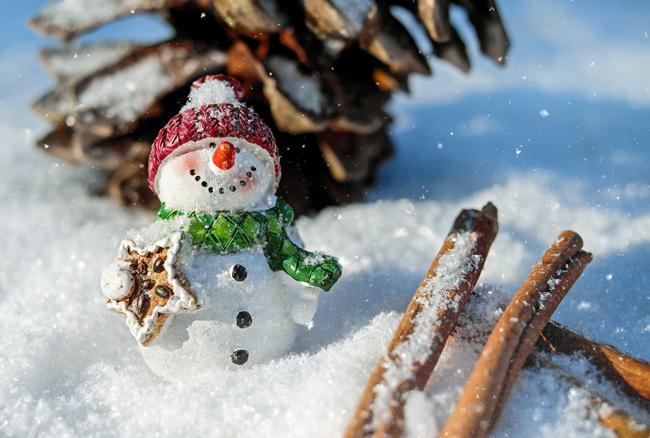 Pupazzo di neve per feste a misura di bambino