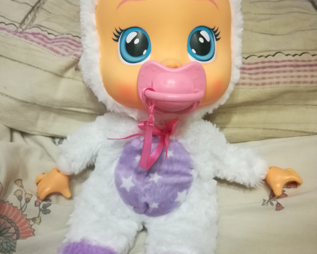 Cry Babies Coney, come funziona la bambola che si illumina