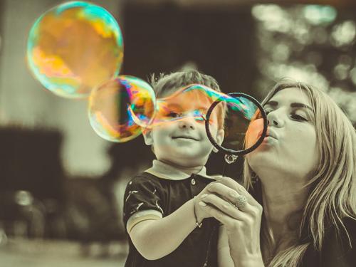 Ognuna è mamma a modo suo: perché criticare le scelte altrui?