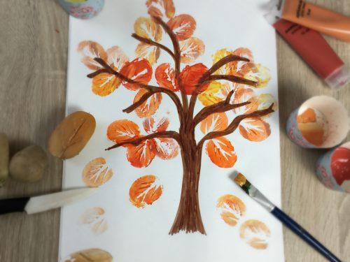 Lavoretto autunno- albero con timbri di patate