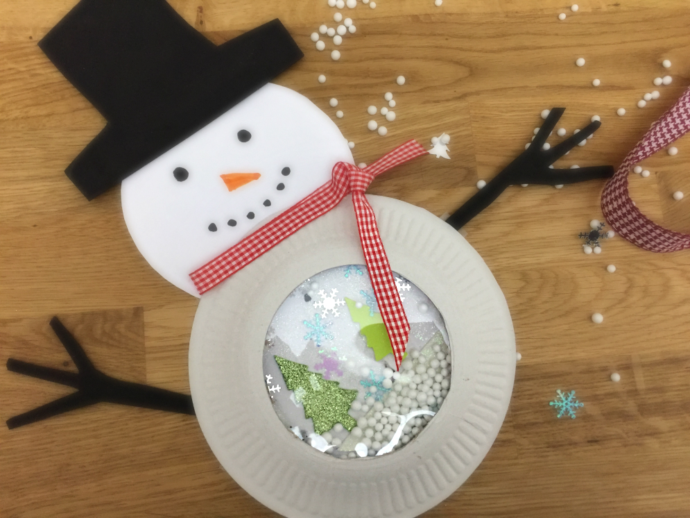 pupazzo-di-neve-con-piatto-di-carta