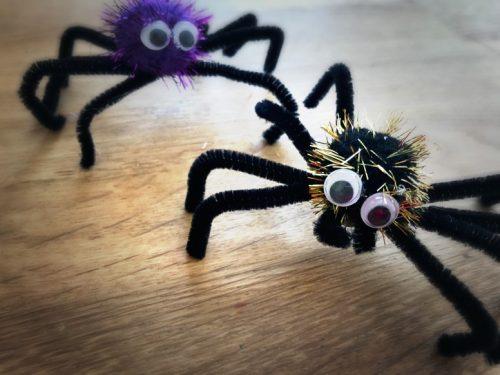 Ragno Halloween con scovolini
