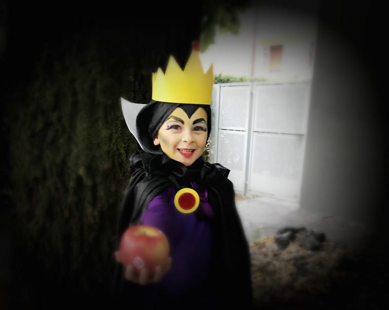 7c18ac2e33d5 Quindi vediamo cosa serve per realizzare il costume da regina di Biancaneve!