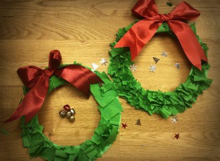 Ghirlanda natalizia con piatto di carta