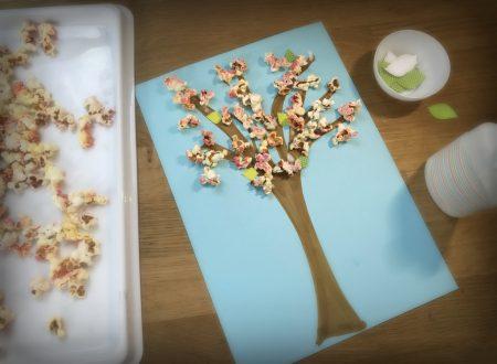 Albero in fiore con pop-corn