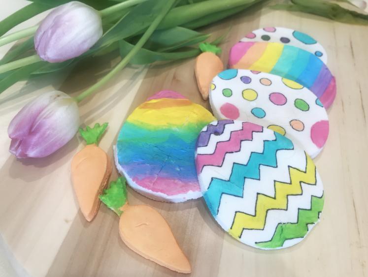 Decorazioni di Pasqua con pasta di bicarbonato