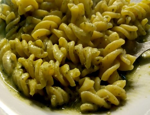 Pasta pesto senza aglio e formaggio spalmabile