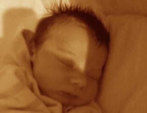 Aiutiamo i neonati a dormire con i rumori bianchi