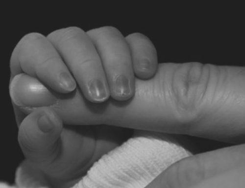 Alto contatto rapporto genitori-figli