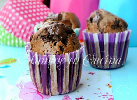 Muffin al cacao ripieni al cioccolato ricetta veloce