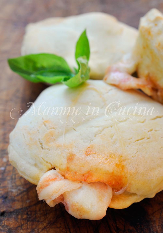 Focaccine veloci mozzarella e pomodoro ricetta sfiziosa mamme in cucina