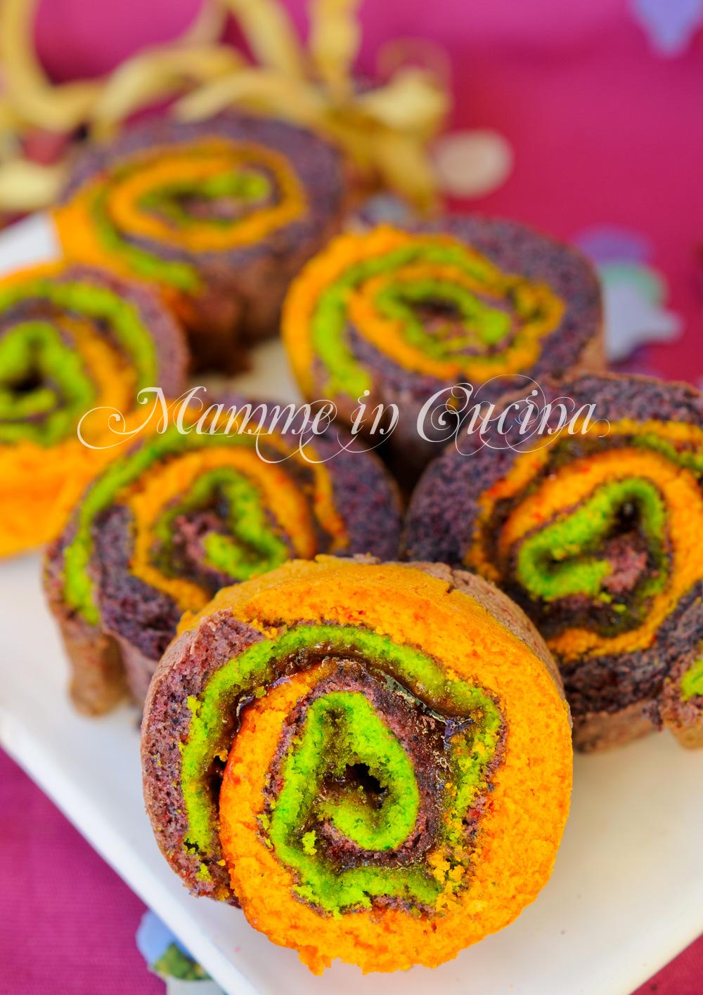 Girelle di pasta biscotto colorate con marmellata mamme in cucina