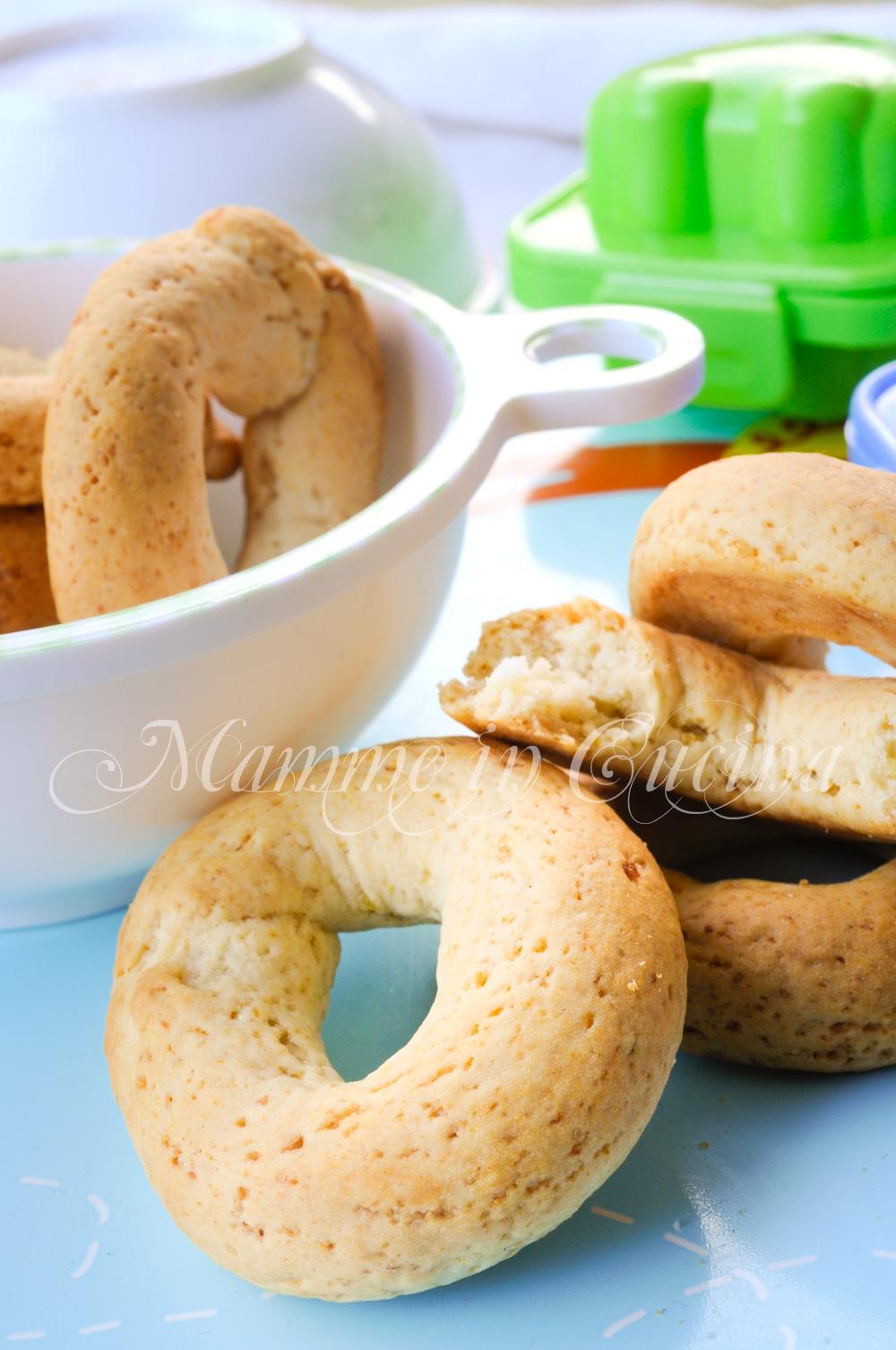 Ciambelline dolci veloci al miele con patate mamme in cucina