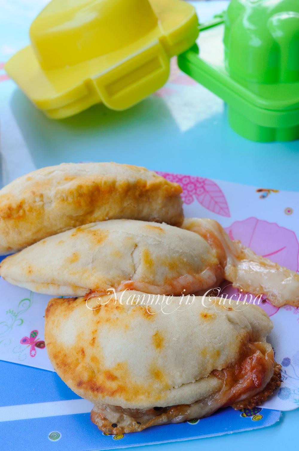 Ravioli di brisè mozzarella e pomodoro mamme in cucina