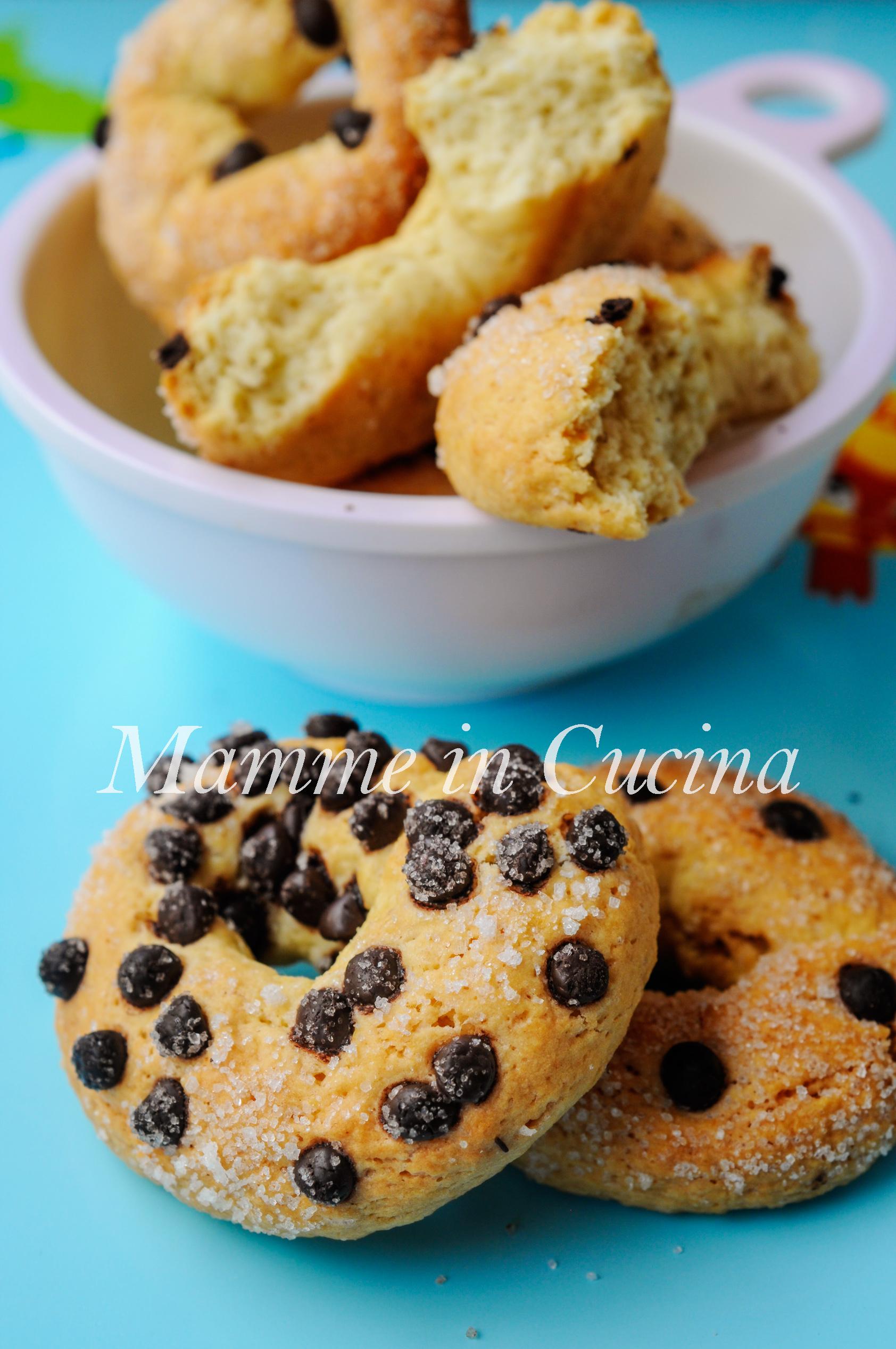 Ciambelline zuccherate con gocce di cioccolato mamme in cucina