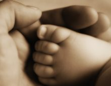Salva la bambina dopo il parto: la mamma la chiama come lui