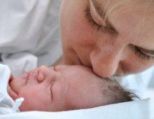 Partorisce il suo primo figlio dopo 16 aborti