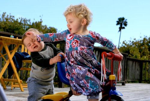 Come affrontare i litigi tra bambini? Insegniamo loro a litigare