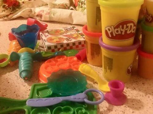 Giochi play-doh per bimbi felici